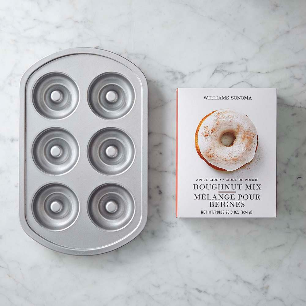 Williams Sonoma Nonstick Doughnut Pan