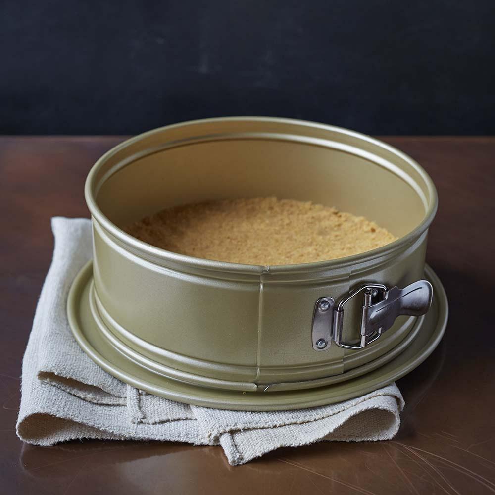 Williams Sonoma Goldtouch Springform Pan
