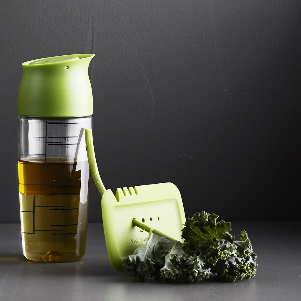 Williams Sonoma Salad Dressing Shaker