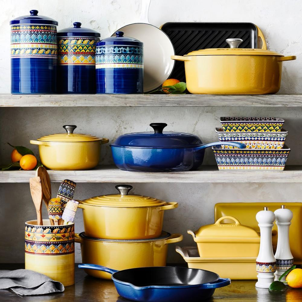 Le Creuset Signature Cast-Iron Round Dutch Oven