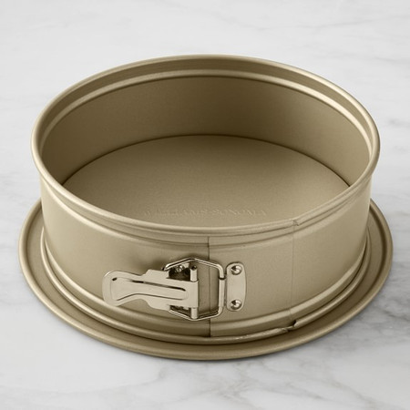 Williams Sonoma Goldtouch Springform Pan